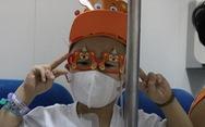 Ảnh dự thi 'Khoảnh khắc đáng yêu': Hát bên hành lang bệnh viện