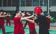Sinh viên hào hứng với chuyên đề 'Hướng dẫn kỹ năng tự vệ cho nữ sinh SIU'