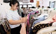 Thanh niên sống xanh bằng cách tối giản tủ quần áo, mua đồ si