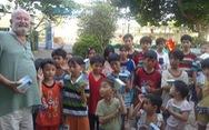 Cựu binh Úc lấy tiền tích cóp xây trường học, giúp người nghèo Việt Nam