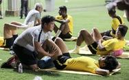Tuyển Malaysia lao vào tập luyện chỉ sau 3 tiếng nghỉ ngơi ở Việt Nam