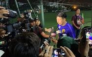 Tuyển Malaysia bị truyền thông 'vây' trên sân tập