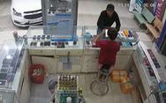 Chàng trai lịch sự đi xe hơi mua điện thoại rồi cướp 3 iPhone 7 plus