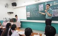 Thầy giáo dạy văn 'lên đồng' vừa dạy, vừa diễn hài, hát, vẽ