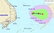 Áp thấp nhiệt đới bị 'hút' ra biển nhưng có thể quay vào đất liền khi thành bão