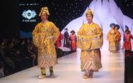 Lan Hương, Thu Hà, Chiều Xuân... lên sàn diễn thời trang triều Nguyễn, hầu đồng