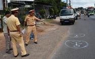 Tài xế xe đưa rước làm rơi học sinh xuống đường sử dụng bằng lái giả