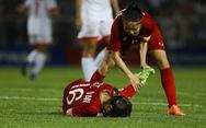 Hồi sức cho các tuyển thủ nữ Việt Nam sau trận thắng Philippines