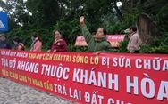 Dân Nha Trang lại căng băng-rôn đòi đất tại dự án Sông Lô