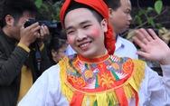 Trai làng Triều Khúc má đỏ, môi hồng múa điệu 'con đĩ đánh bồng'