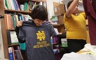 Cô giáo lớp 3 quyên góp áo thun tặng học trò nuôi mơ ước