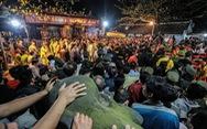 2.000 nhân viên an ninh trắng đêm với hàng nghìn người xin ấn đền Trần