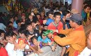 Đổi nghi thức phát lộc, người miền Tây vẫn hài lòng lễ hội Làm Chay
