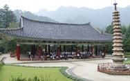 Phóng viên Tuổi Trẻ vãn cảnh chùa cổ ngàn năm ở Triều Tiên