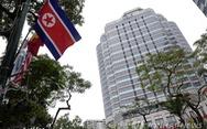 Báo Hàn: Đoàn ông Kim đến khách sạn, đội báo Mỹ phải ra đi