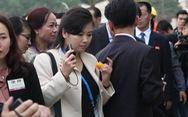 'Nữ ca sĩ quyền lực nhất Triều Tiên' thích thú khi ăn... ớt Việt Nam