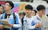 7.000 học sinh đất cảng đội mưa nghe tư vấn tuyển sinh