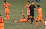 Video cầu thủ U-19 Đà Nẵng gãy chân sau pha vào bóng quyết liệt
