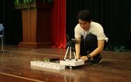 Nam sinh lớp 11 chế tạo robot phụ việc nhà nông
