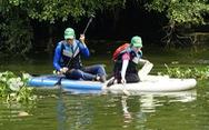 Muốn bơi thuyền vớt rác trên sông rạch phải xin phép