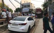 Xe hơi đậu cả giờ trên... đường sắt Đà Nẵng