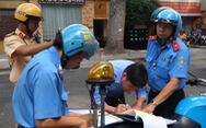 Ra quân xử phạt xe chở khách vi phạm ở Q.1, TP.HCM