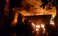 Cháy dữ dội ở Bà Điểm, Hóc Môn hơn 3 tiếng trong đêm
