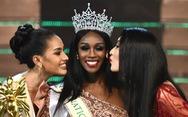 Hương Giang vừa trao vương miện cho Hoa hậu chuyển giới Mỹ