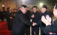 Ông Kim Jong Un lên tàu đi Nga nói chuyện hạt nhân