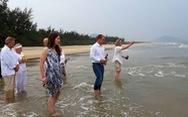 Tro cốt cựu binh Mỹ về với biển Việt Nam