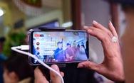 Phản cảm livestream, chụp ảnh câu like ở đám tang Anh Vũ