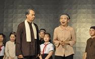 Y bác sĩ xem kịch 'Dấu xưa', học ở Bác để chăm sóc bệnh nhân