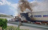 Xe container cháy ngùn ngụt ngay trên cao tốc TP.HCM - Long Thành - Dầu Giây