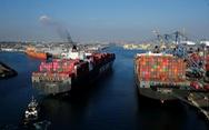 Ông Trump tăng thuế nhập khẩu hàng Trung Quốc, người tiêu dùng bị ảnh hưởng ra sao?
