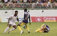 Thành Chung thay Đình Trọng đá King's Cup 2019