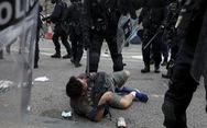 Hong Kong hỗn loạn, trấn áp gạch đá giữa cảnh sát và người biểu tình