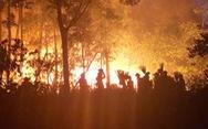 Quân dân căng mình ngày đêm chữa cháy cứu rừng