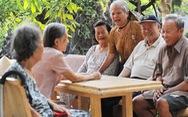 Người 100 tuổi ở TP.HCM được tặng lụa, tiền, khánh vàng