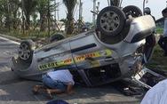 Truy tìm ôtô tông taxi lật ngửa, xe tải lật nghiêng rồi bỏ trốn