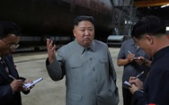 Ông Kim Jong Un thanh tra hệ thống vũ khí của tàu ngầm mới