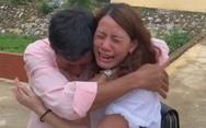 Video: Cảm động giây phút anh trai gặp lại em gái sau 22 năm thất lạc