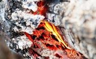 Dân Hà Tĩnh xót xa nhìn rừng thông bị 'giặc lửa' thiêu rụi