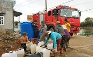 Miền Trung: Phải dùng xe cứu hỏa 'tiếp' nước cho dân vùng hạn