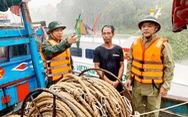 Cứu nạn 16 ngư dân trên tàu cá chết máy khi trú bão số 4