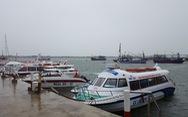 Dừng hoạt động tàu ra vào Cù Lao Chàm, đưa 125 người vào bờ
