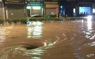 Điện Biên Phủ ngập nặng, dân bì bõm dọn nhà trong đêm