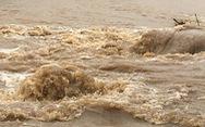 Video Mộc Châu ngập nặng, nước chảy như lũ trên đường
