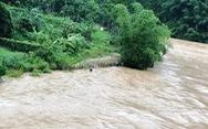 Lũ chia cắt khắp nơi, 16 người dân vùng cao Thanh Hóa mất liên lạc