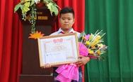 Khen thưởng học sinh lớp 7 nhặt được hơn 70 triệu trả lại người mất