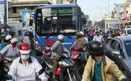 Tài xế xe buýt và xe máy: ai là 'hung thần'?
